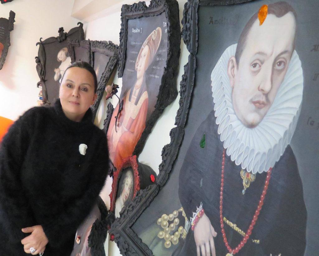 Artiste Tania Luchinkina dans son atelier,
